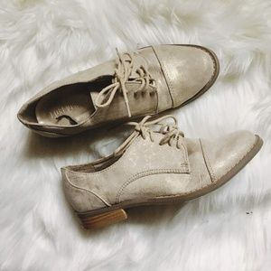 NWOB Women's Forever 21 Saddle Shoes Gold  Size 6